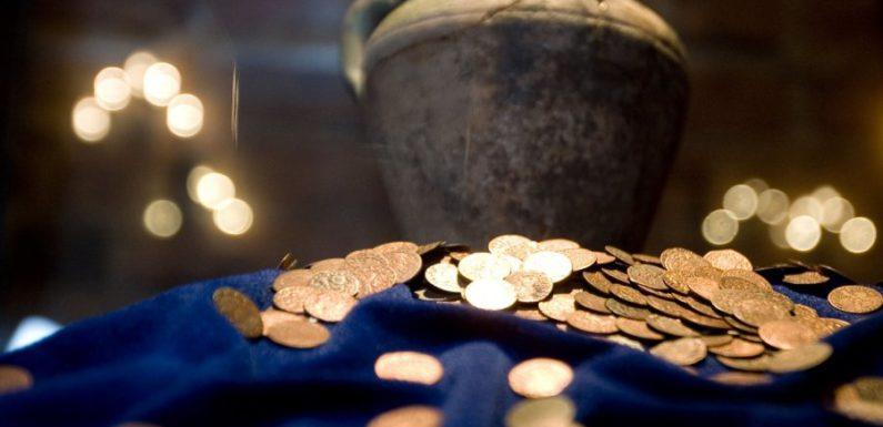 В центре Каунаса найден клад из 350 монет