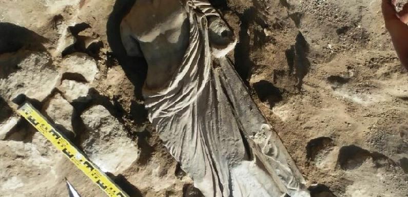 В Керчи найдена античная статуя из мрамора