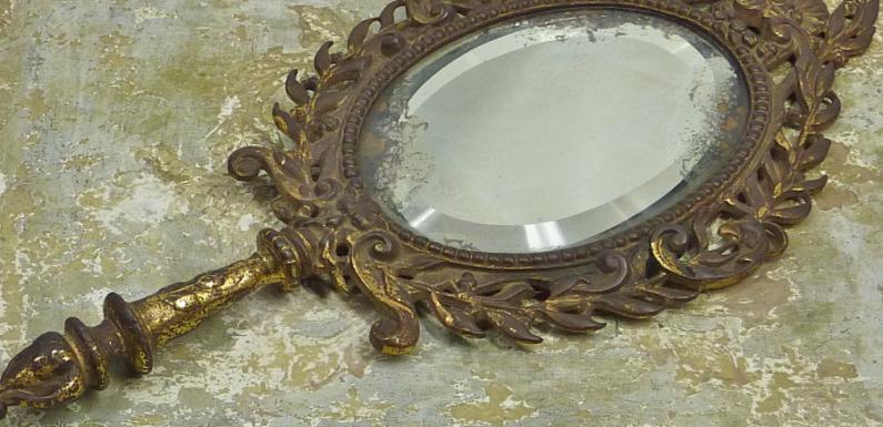 В Великом Новгороде найден клад со средневековыми зеркалами