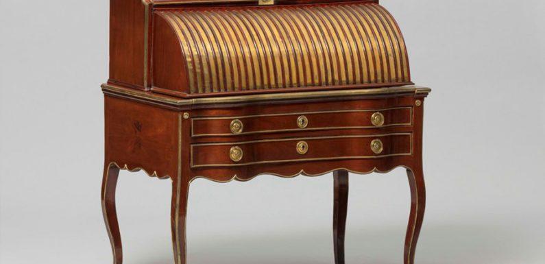 Жительница Англии нашла в письменном столе тайник с древним кладом