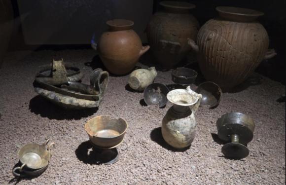 На острове Корсика найдена этрусская гробница с древними артефактами