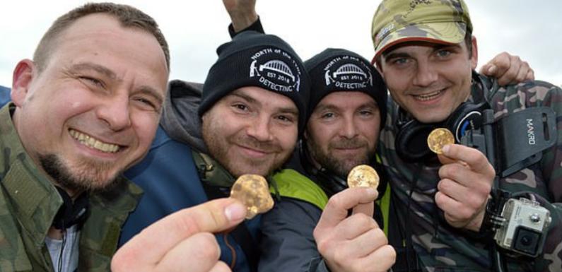 Кладоискатели из Британии нашли клад древних монет стоимостью 150 тысяч фунтов