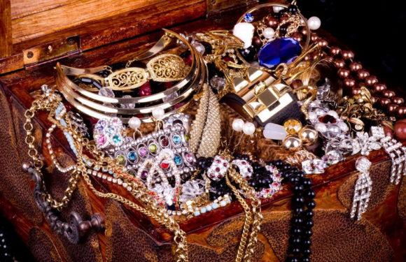 Сундук с сокровищами пирата Дюваля, спрятанный на утёсе Персе