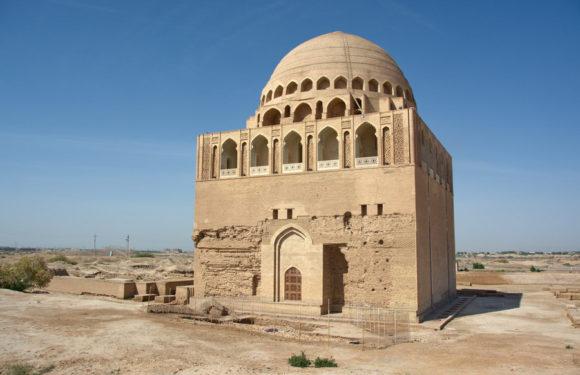 В Туркменистане в захоронении святого найден старинный клад