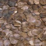 В Польше археологи нашли клад монет XVII века