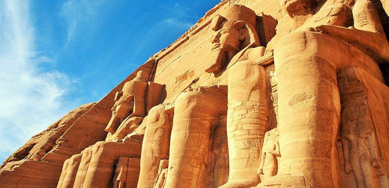 В Египте под храмом Абу-Фана найден древний клад