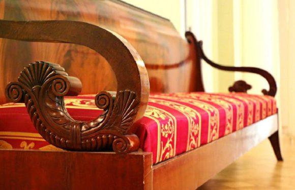 Житель США нашел в старом диване 43 тысячи долларов