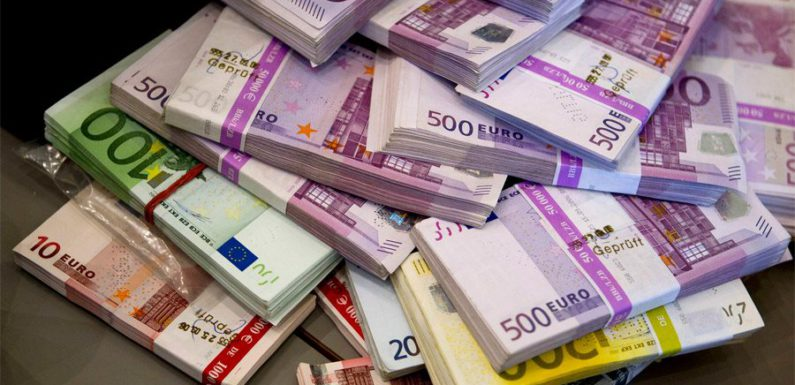 Жительница Парижа нашла чемодан с 500 тыс евро в своем подвале