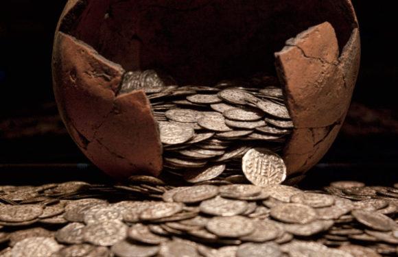 В Израиле найден древний кувшин с золотыми монетами