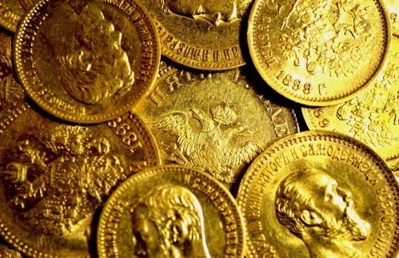 Белорусский историк нашел золотые монеты эпохи Николая II в минском сквере